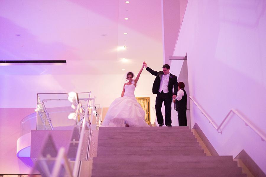 Dallas Museum Of Art Wedding Photos 19