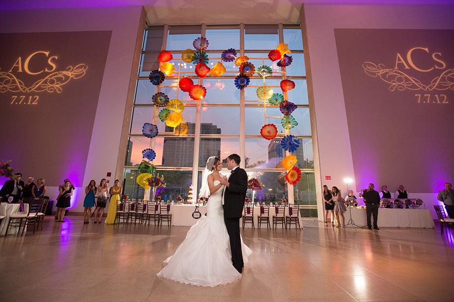 Dallas Museum Of Art Wedding Photos 20