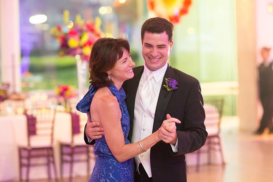 Dallas Museum Of Art Wedding Photos 22